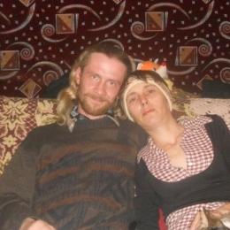 Пара ищет девушку в Иркутске